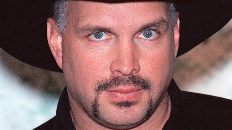 Sangeren Garth Brooks blå øyne fipskimmel