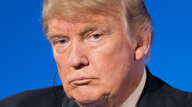 Donald Trump taler på et arrangement