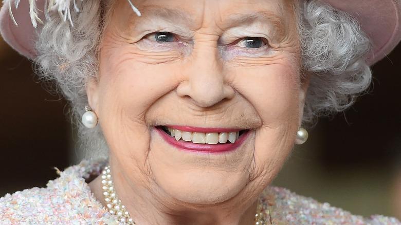 Dronning Elizabeth II smilte