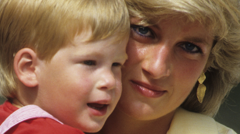 Prins Harry og prinsesse Diana smiler