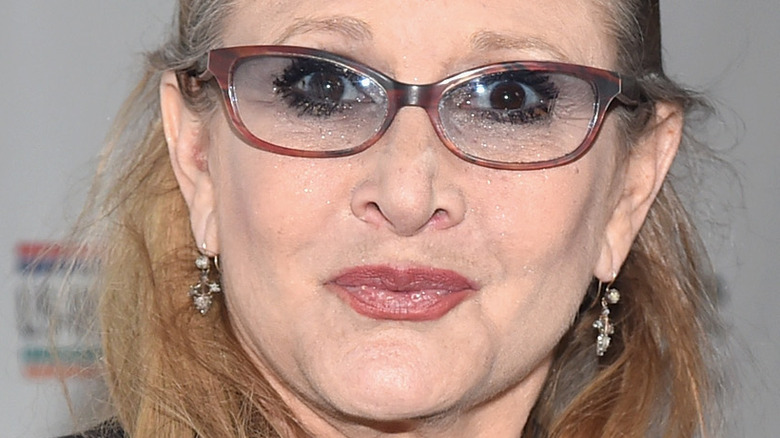 Carrie Fisher poserer