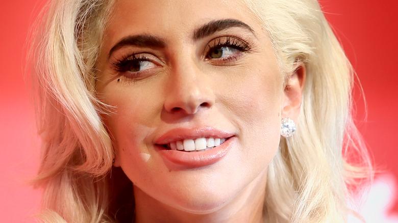Lady Gaga ser til siden