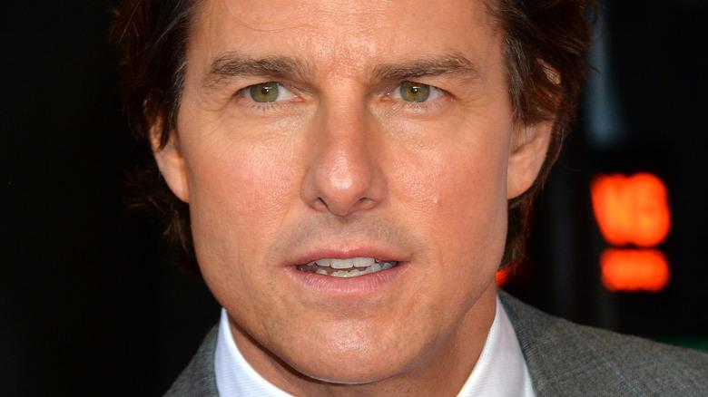 Tom Cruise med et seriøst uttrykk