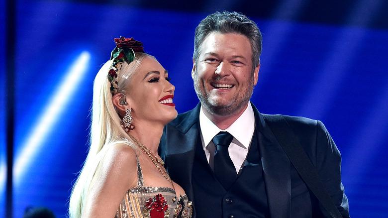 Gwen Stefani og Blake Shelton opptrer sammen