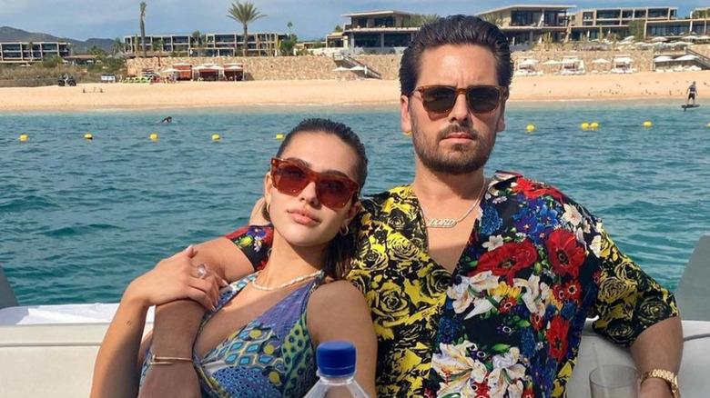 Amelia Hamlin og Scott Disick i solbriller