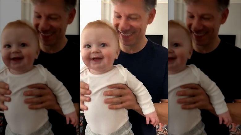 Richard Engel med sønnen Theo