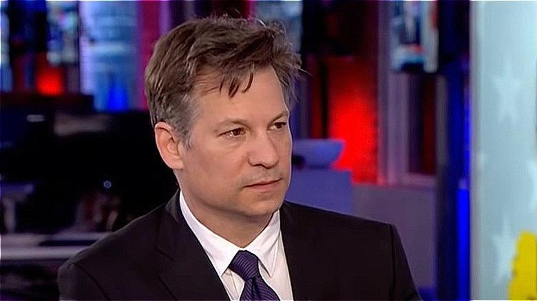 Richard Engel lytter