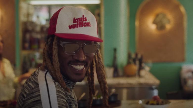 Fremtidens smilende i en Louis Vuitton -hatt