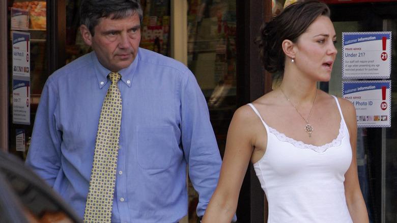 Kate Middleton løper ærender med sin far Michael Middleton