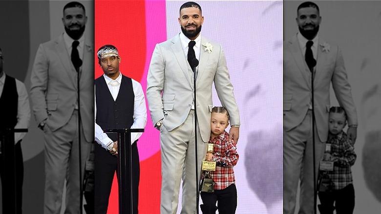 Drake og Adonis Graham klemmer