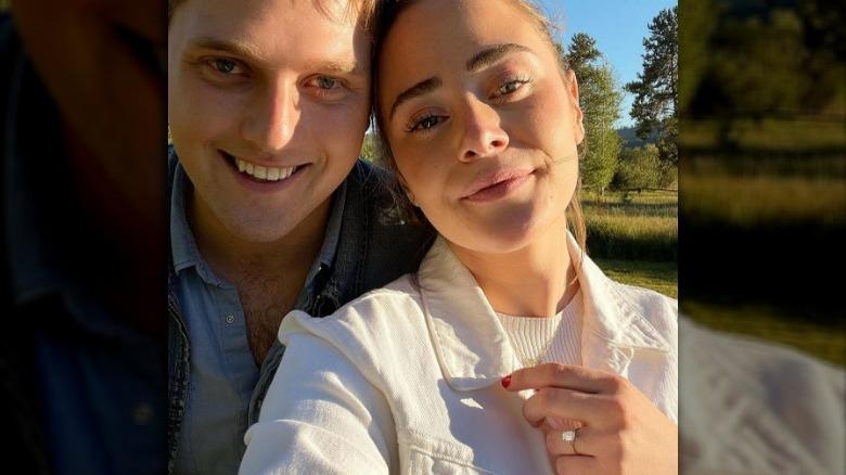 Naomi Biden og Peter Neal i en selfie fra Instagram