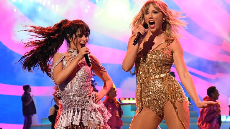 Camila Cabello opptrer med Taylor Swift