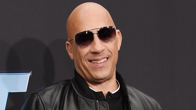 Vin Diesel smiler på et arrangement