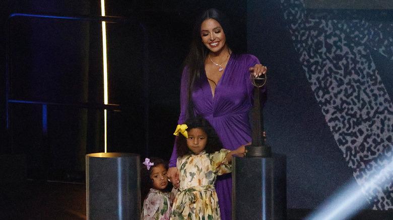 Vanessa Bryant med døtrene Bianka og Capri