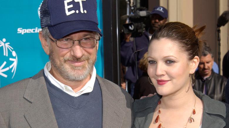 Steven Spielberg og Drew Barrymore på den røde løperen