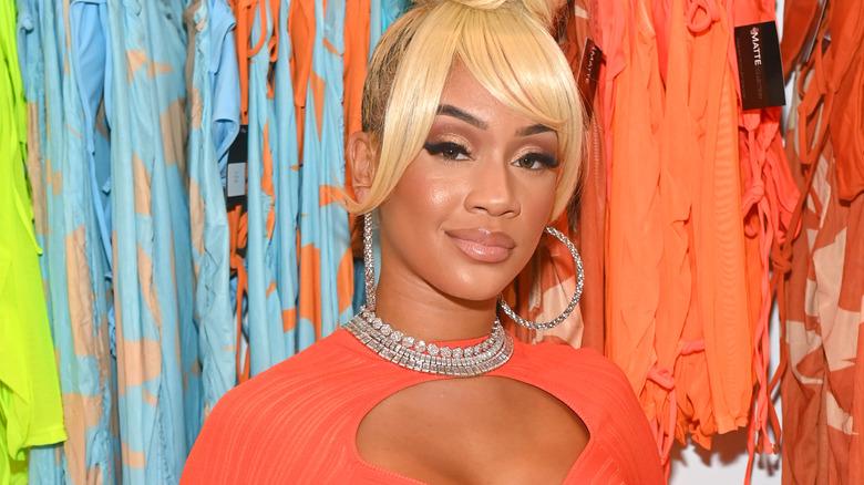 Saweetie iført blondt hår