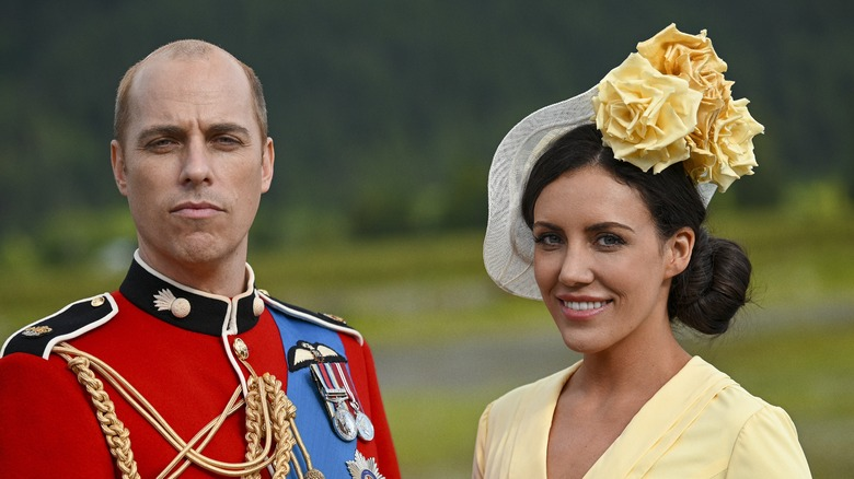 Jordan Whalen som prins William og Laura Mitchell som Kate Middleton i Harry & Meghan: Escaping the Palace on Lifetime