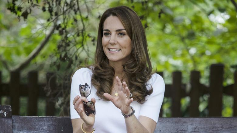 Kate Middleton snakker