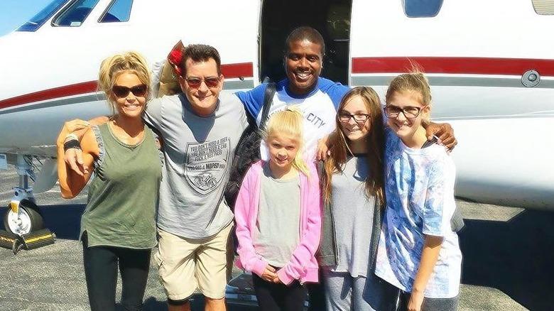 Denise Richards og Charlie Sheen med barna sine