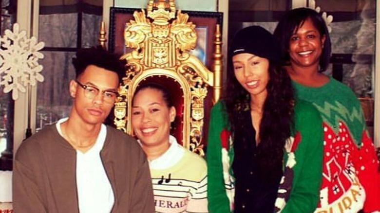 Alex Martin med sine tre barn.