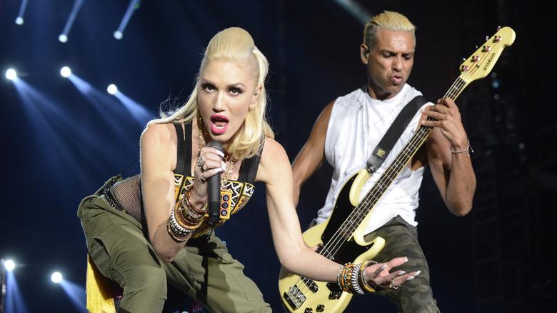 Gwen Stefani og Tony Kanal på scenen i 2015