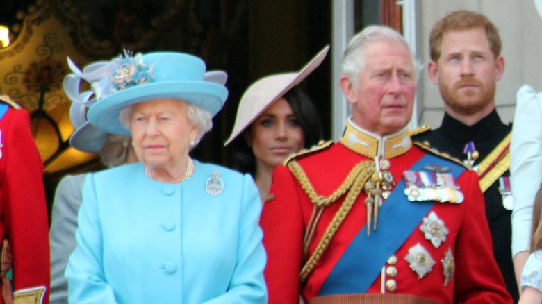 Juni 2018 Dronning Elizabeth, prins Charles, Meghan Markle, prins Harry på Trooping the color Royal Family på Buckingham Palace