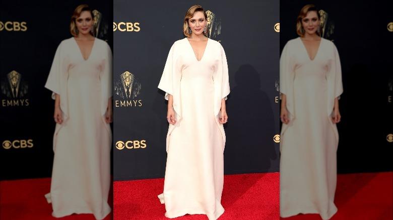 Elizabeth Olsen på Emmys røde løper