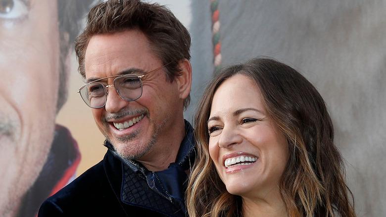Robert Downey Jr. og Susan Downey smiler
