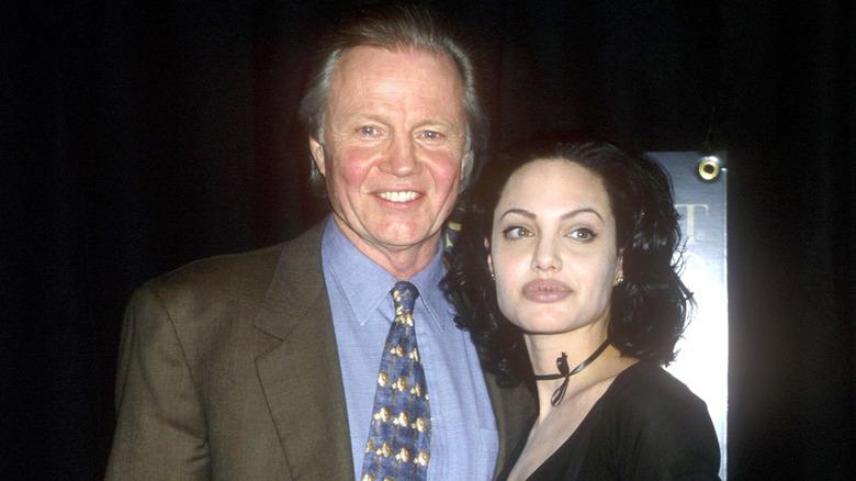 Angelina Jolie poserer med faren Jon Voight