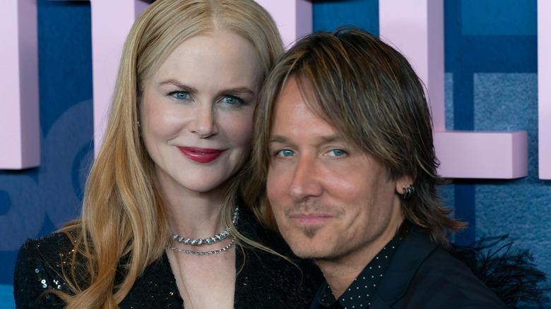 Nicole Kidman og Keith Urban smiler litt