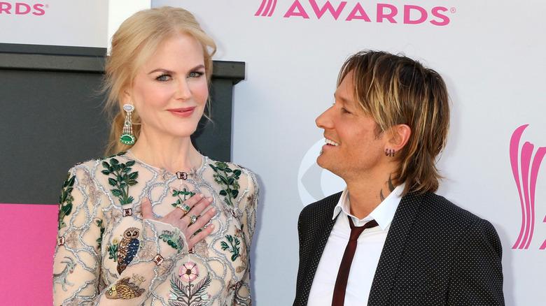 Keith Urban ser på Nicole Kidman