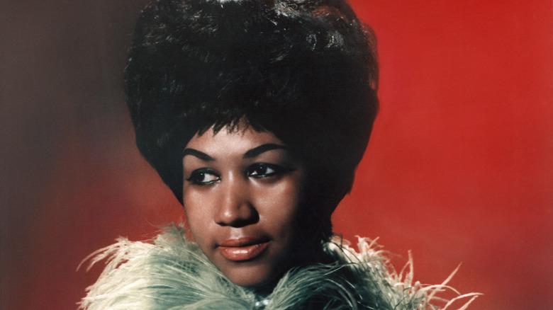 Aretha Franklin ser glamorøs ut