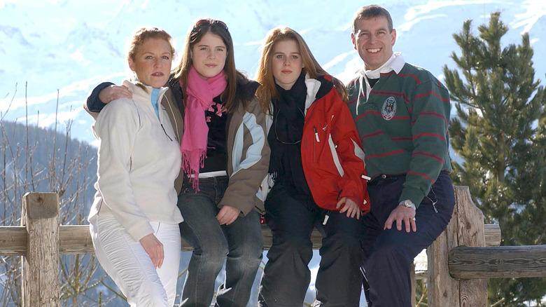 Prins Andrew med familien i Sveits: Sarah Ferguson, prinsesse Beatrice og prinsesse Eugenie
