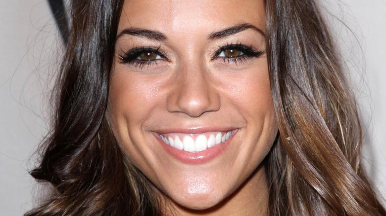 Jana Kramer smiler