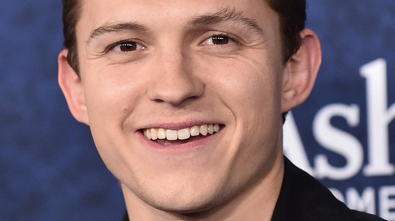 Tom Holland smilte i 2020