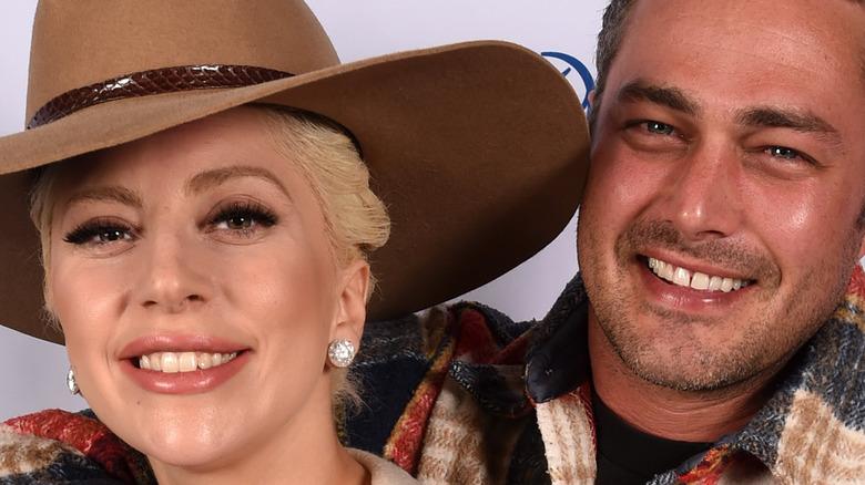 Lady Gaga og Taylor Kinney smiler