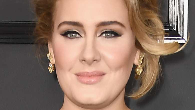 Adele poserer på rød løper