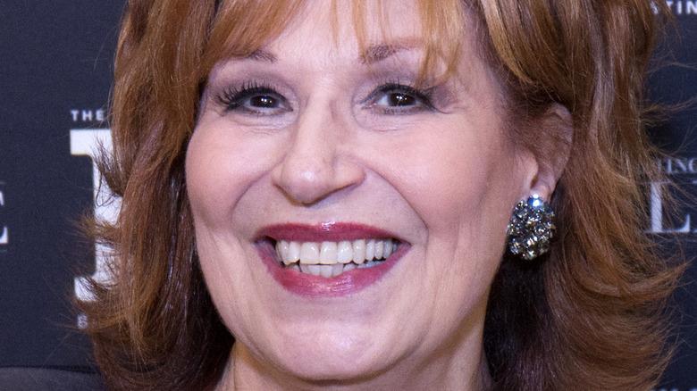 Joy Behar smiler på et arrangement