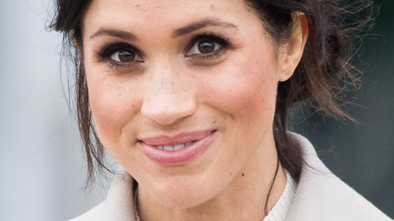 Meghan Markle, hertuginnen av Sussex smiler på et arrangement