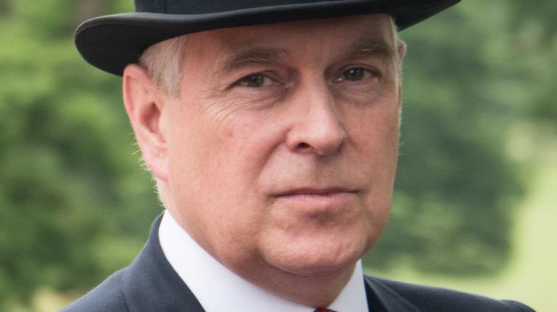 Prins Andrew iført tophat