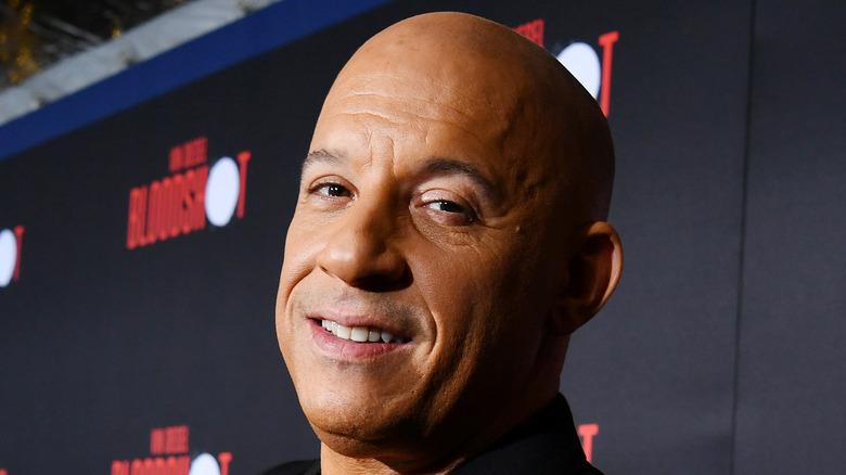 Vin Diesel smiler på den røde løperen